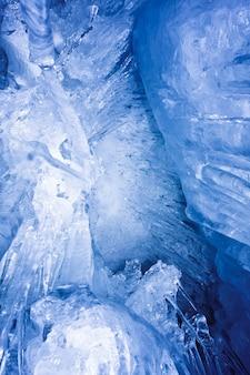 Pingentes de gelo azuis