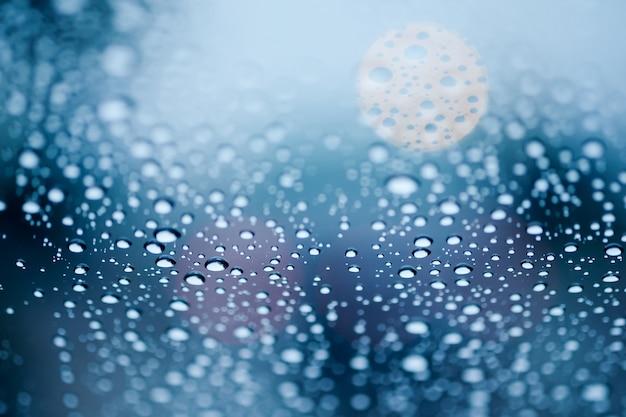 Pingo de chuva, ligado, vidro, com, bokeh, luz, em, fundo