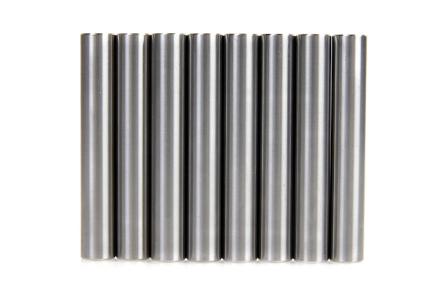 Pinos cilíndricos de metal em um fundo branco