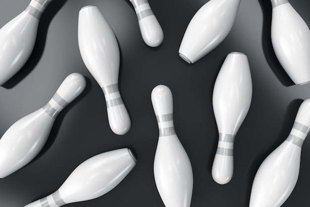 Pinos de boliche espalhados na superfície.