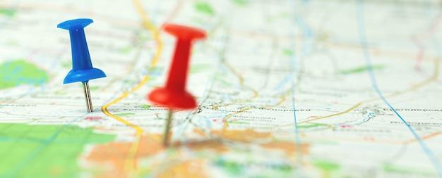 Pinos de viagem no mapa, foto de fundo de turismo mundial de banner