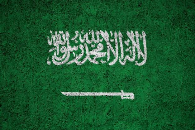Pintado a bandeira nacional da arábia saudita em uma parede de concreto