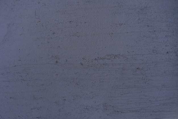 Pintado em metal rachado roxo velho fundo enferrujado.