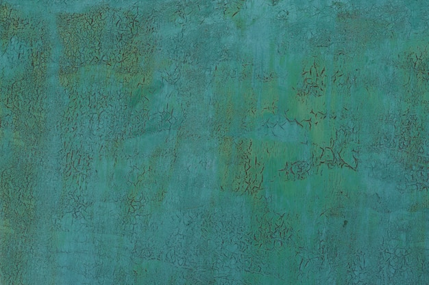 Pintado em verde velho metal rachado enferrujado fundo.