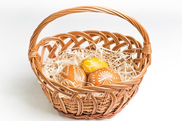 Pintados à mão ovos de páscoa em branco