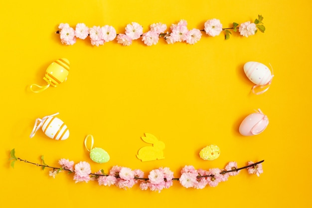 Pinte ovos de páscoa, coelhinho da páscoa e raminho de magnólia