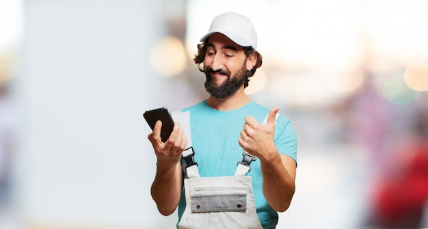 Pintor profesional com um telefone inteligente