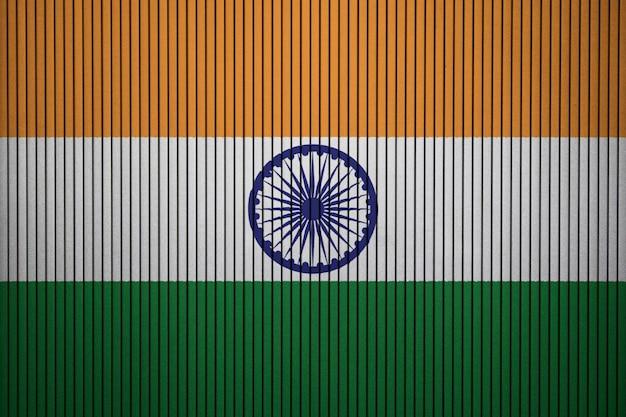 Pintou a bandeira nacional da índia em uma parede de concreto