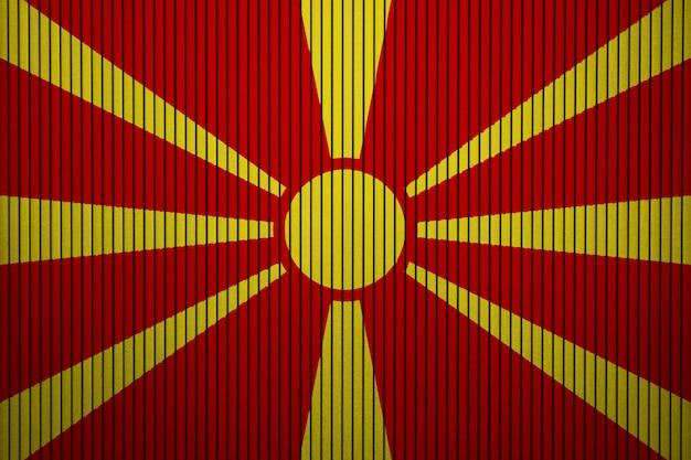 Pintou a bandeira nacional da macedônia em uma parede de concreto