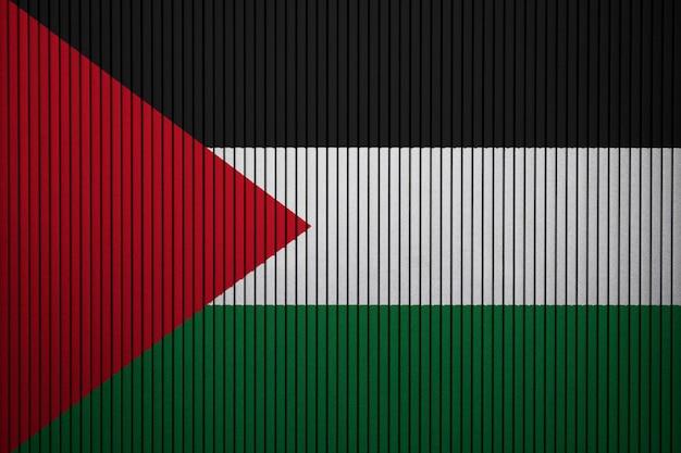 Pintou a bandeira nacional da palestina em uma parede de concreto