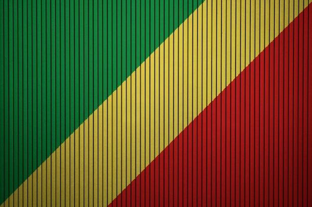 Pintou a bandeira nacional da república do congo em uma parede de concreto