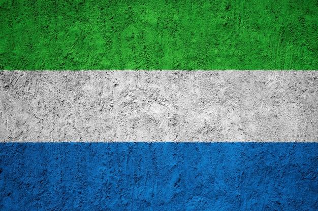 Pintou a bandeira nacional da serra leoa em uma parede de concreto