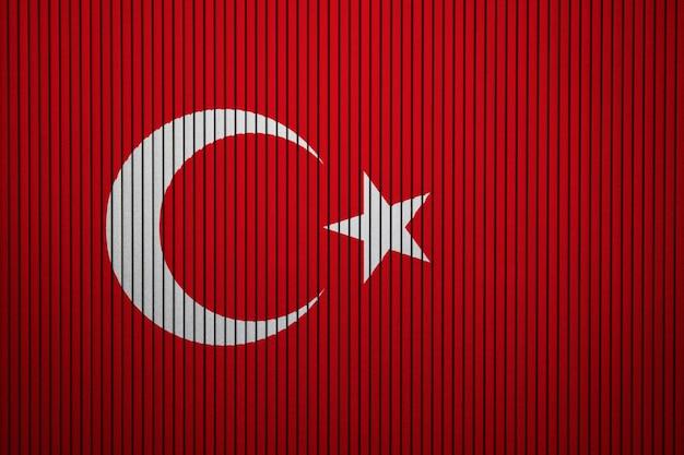 Pintou a bandeira nacional da turquia em um muro de concreto