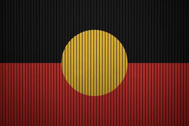Pintou a bandeira nacional do aborígene australiano em uma parede de concreto