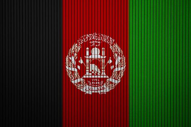 Pintou a bandeira nacional do afeganistão em uma parede de concreto