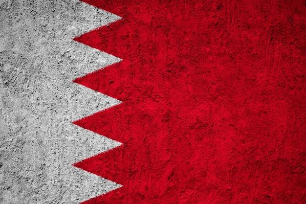 Pintou a bandeira nacional do bahrein em uma parede de concreto