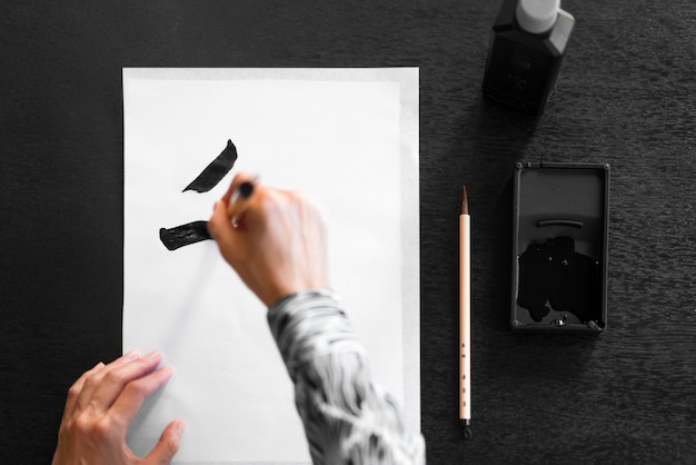 Pintura à mão em close-up