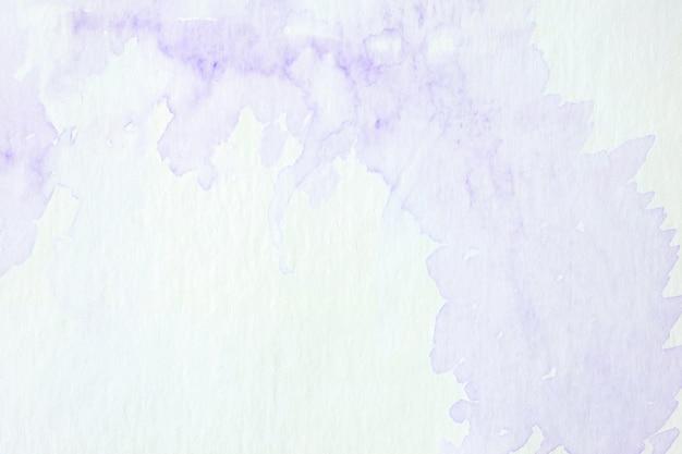 Pintura abstrata roxa da aguarela textured no fundo branco do papel