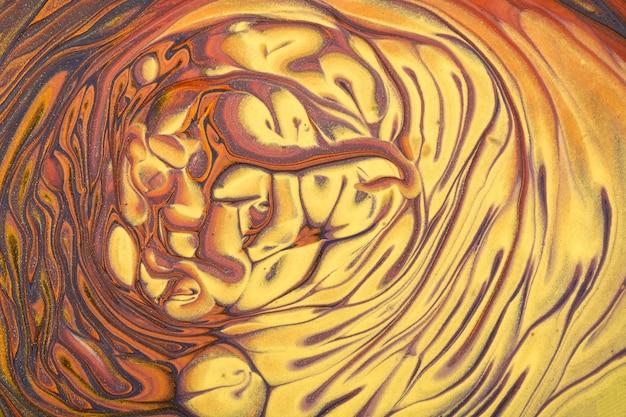 Pintura acrílica fluida abstrata de cores marrom e dourado com fundo gradiente amarelo