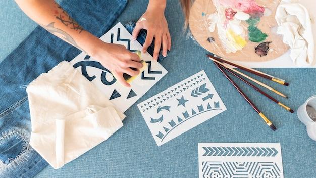 Pintura com esponja de mão