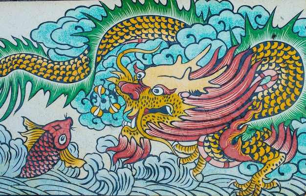 Pintura de dragão na parede de granito