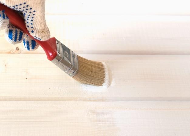 Pintura de forro de madeira de pinheiro