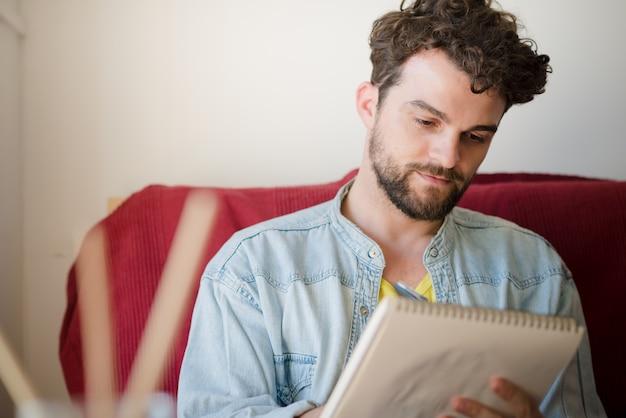 Pintura de homem moderno hipster bonito Foto Premium