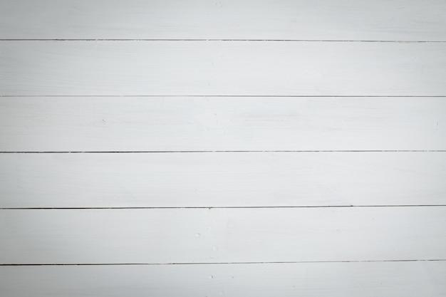 Pintura de madeira com cor branca como pano de fundo