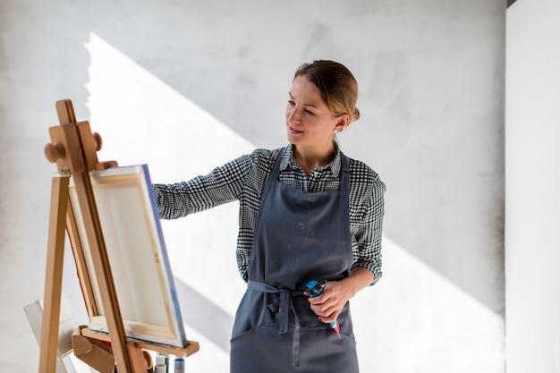 Pintura de mulher em tela