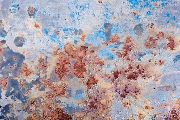Pintura descascada e fundo de metal velho enferrujado