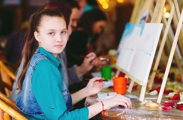 Pintura na escola de arte.