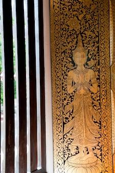 Pintura na janela em wat phra singh, chiang mai, tailândia