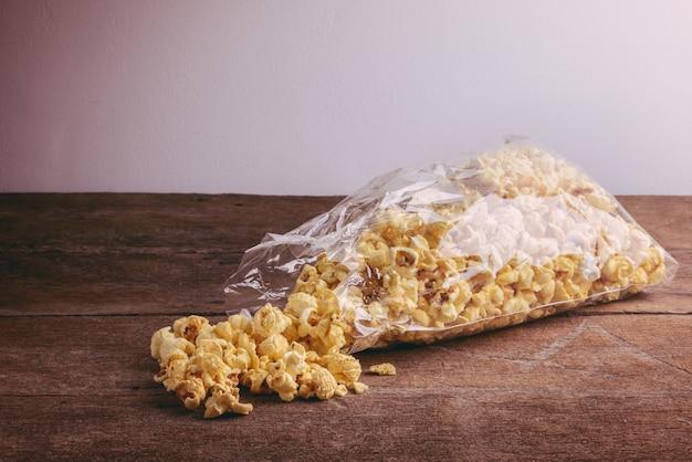 Pipoca de milho caseiro chaleira em um saco