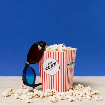 Pipoca e óculos de cinema