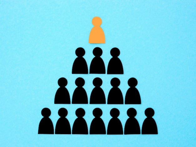 Pirâmide com saliência no topo