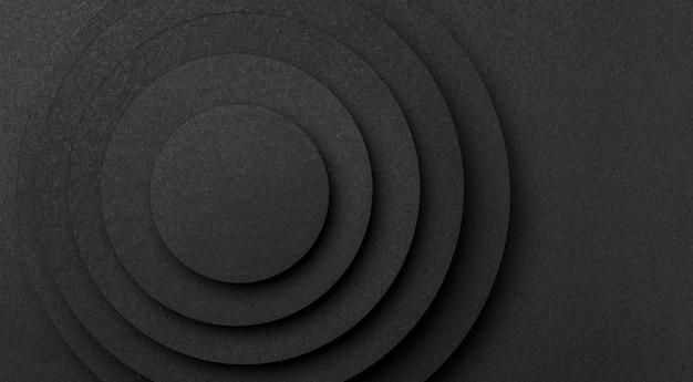 Pirâmide de peças circulares de espaço de cópia em papel preto