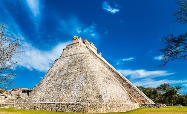 Piramide del adivino ou a pirâmide do mágico em uxmal, no méxico