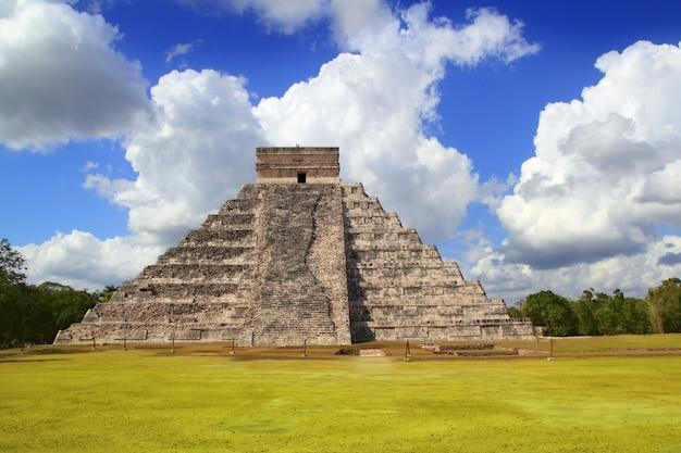 Pirâmide maia antiga de chichen itza kukulcan
