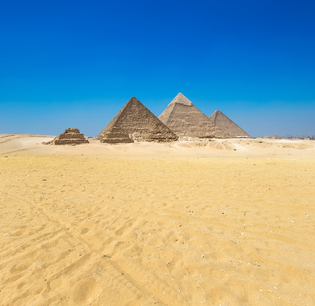 Pirâmides com um lindo céu