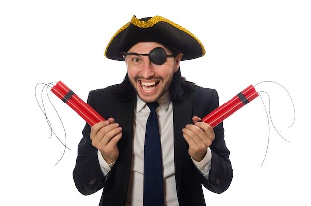 Pirata no terno preto segurando bomba isolada no branco