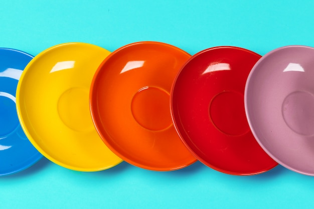 Pires coloridos em um fundo brilhante vibrante