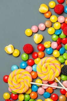 Pirulitos coloridos, bastões de doces