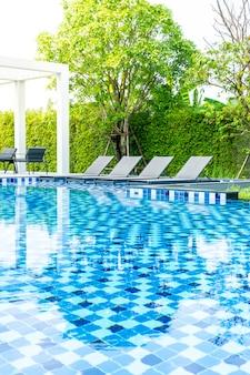 Piscina com piscina exterior no hotel e resort
