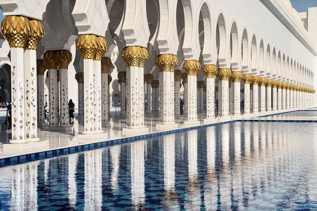 Piscina da mesquita de abu dhabi