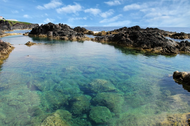 Piscina natural de água do mar nos açores