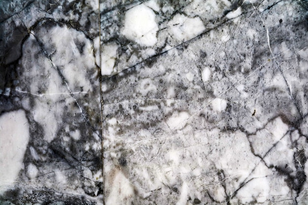 Piso de granito em mármore natural tem cor branco preto e cinza