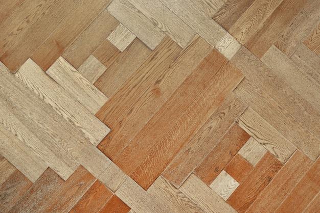 Piso de madeira com padrão de tábuas finas. fundo de parquete
