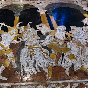 Piso de mosaico de mármore da catedral de siena, siena, toscana, itália