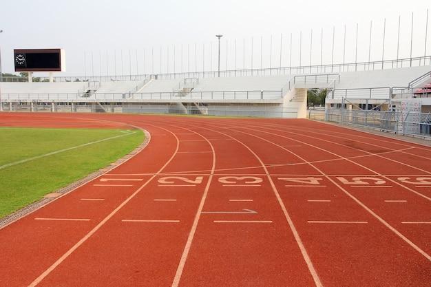 Pista de atletismo e estádio campo