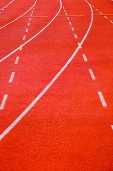 Pista de corrida com linhas de curva e traço